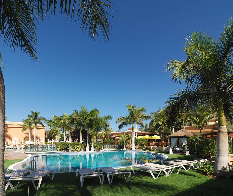 Green garden resort suites 4 viasale travel kan ri - Green garden piscina ...